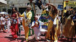 Rio ready to revel as Carnival opens despite Zika fears