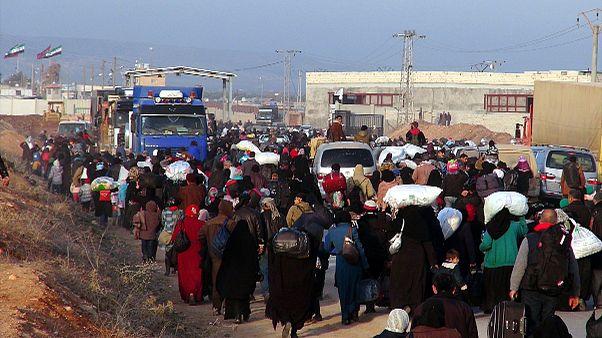 نبرد حلب دهها هزار سوری را به ترکیه کشاند