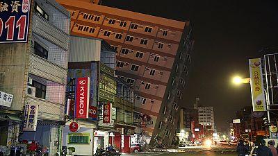 Schäden bei Erdbeben der Stärke 6,4 in Südtaiwan