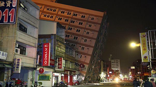 Terramoto de 6,4 provoca derrocada de vários prédios em Taiwan