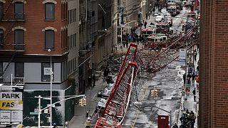 New York: Riesiger Kran stürzt bei starkem Wind um; ein Toter