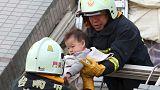 زمین لرزه چند برج را در تایوان واژگون کرد و قربانی گرفت