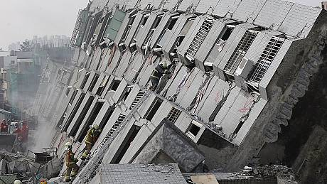 Taiwan: at least 8 killed as earthquake brings down several buildings
