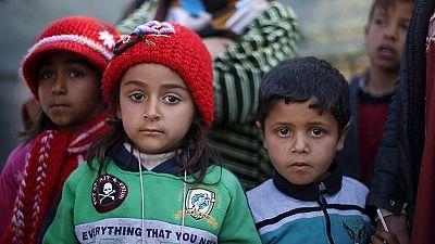 Zehntausende Flüchtlinge harren weiter an türkischer Grenze aus