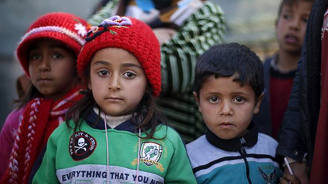 Syrian refugees flee to Turkey border as Aleppo assault intensifies