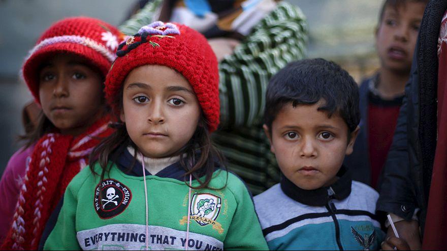 Suriye sınırına binlerce kişi yığıldı