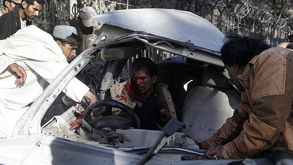 Suicide bomber attacks Pakistani military convoy