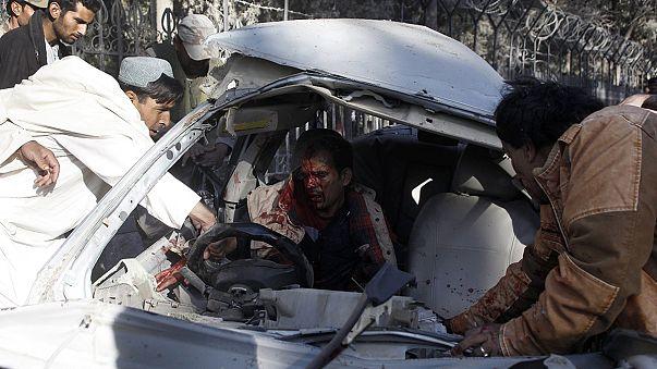 مقتل 9 أشخاص  و إصابة  العشرات في تفجير انتحاري جنوب غرب باكستان