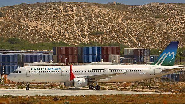 Somali passenger jet 'holed by bomb'