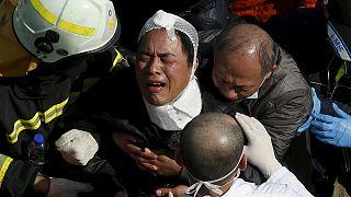مسؤولون: أكثر من 130 شخصا عالقون تحت انقاض بناية سكنية انهارت جراء زلزال تايوان