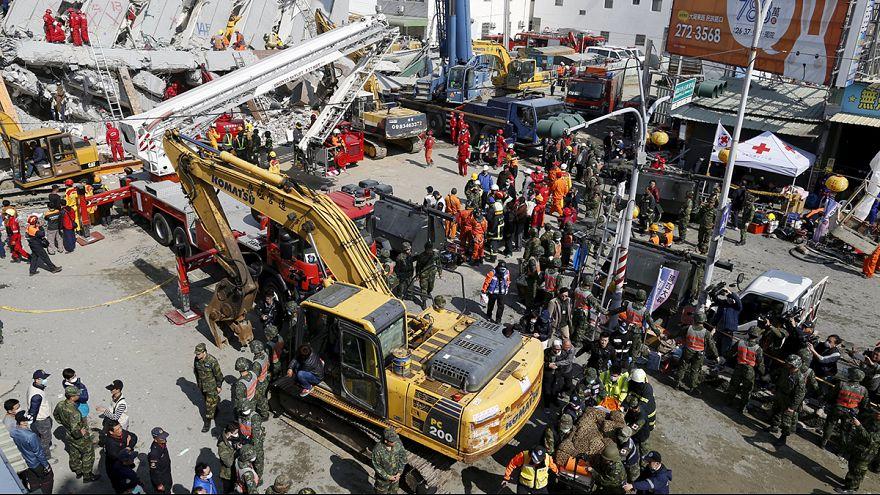 Un dron sobrevuela las zonas dañadas por el terremoto en Taiwán