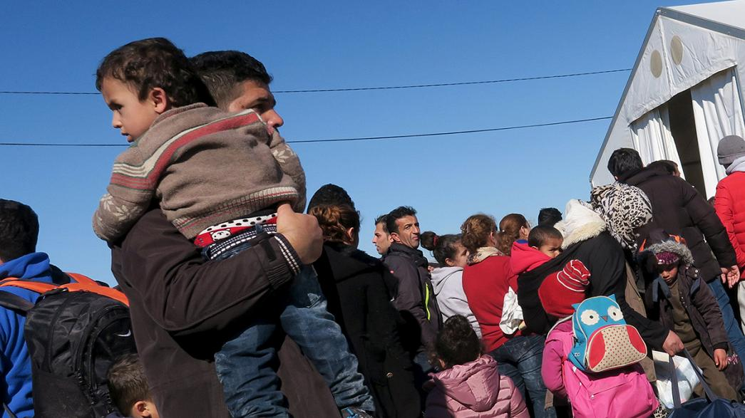 Macedonia levanta una nueva valla en su frontera con Grecia