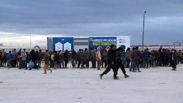Thousands of Syrians stranded in 'desperate situation' on Turkish border