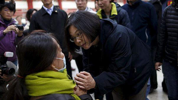 Dramático rescate bajo los escombros de un edificio siniestrado en el terremoto de Taiwán