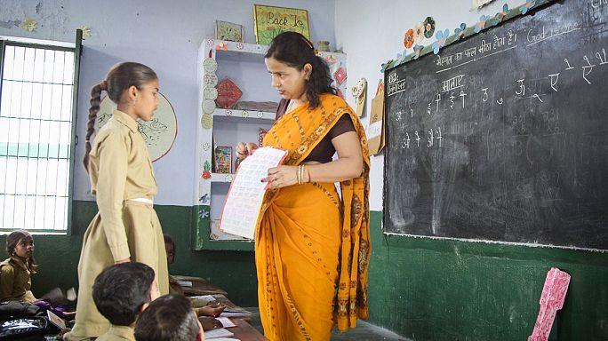 ایجاد انگیزه در معلم برای تغییر و بهبود رویکردهای آموزشی در هند و آمریکا