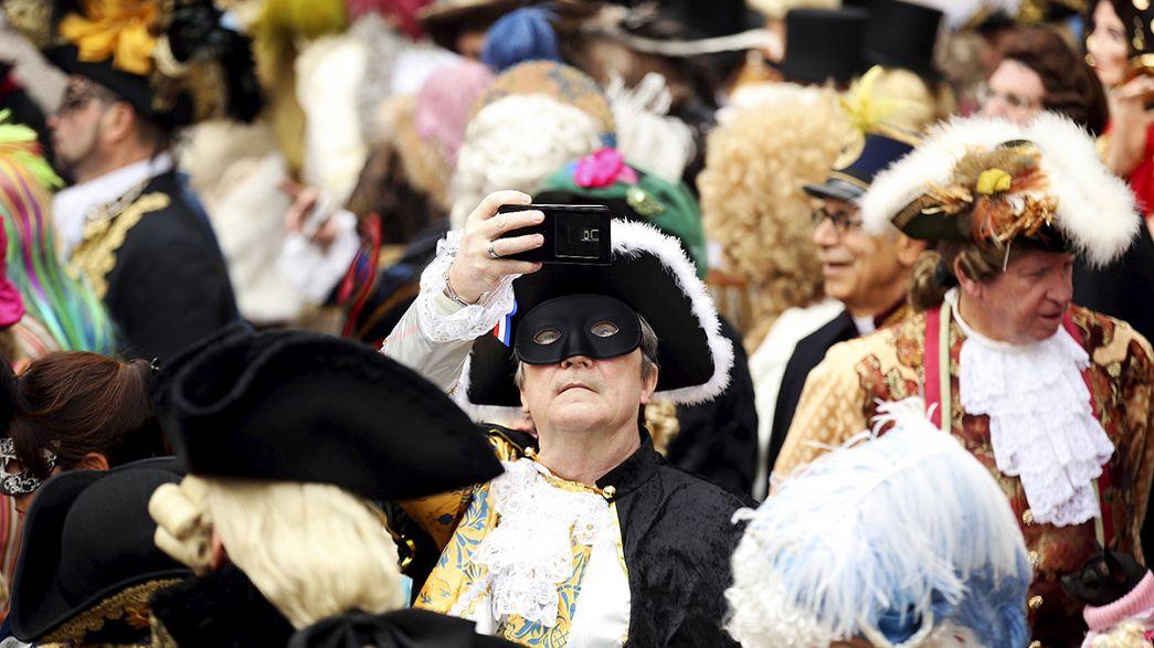 El Carnaval de Venecia llega a su apoteosis en medio de fuertes medidas de seguridad