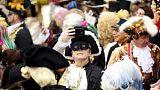 Veneza: É Carnaval, a polícia leva a sério...