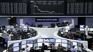 Lunedì nero per le Borse: Milano cede il 4,69%, impennata dello spread