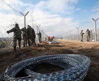 FYROM reinforces border fence to limit refugees