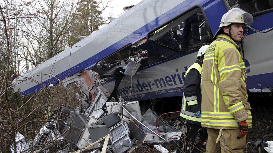 Frontalcrash in der Kurve in Bad Aibling: 10 Tote, viele Verletzte