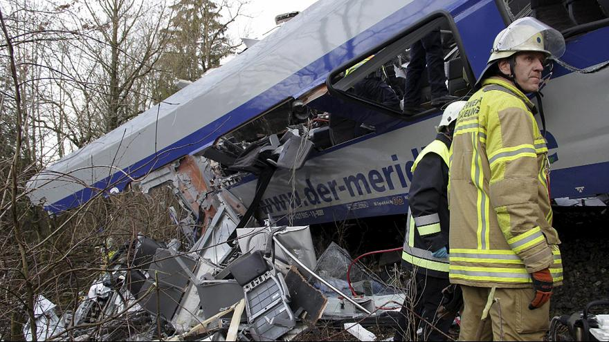 Almanya'daki tren kazasında ölü sayısı 10'a yükseldi
