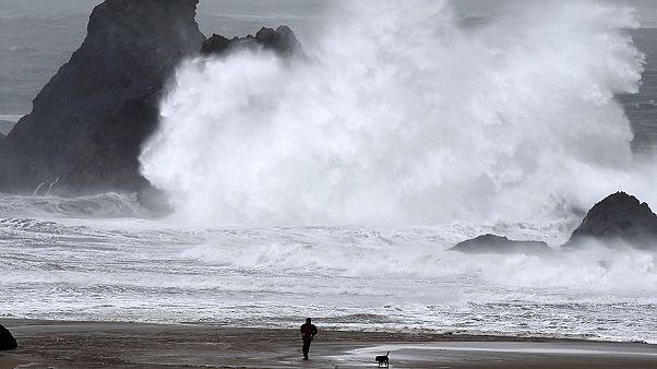 العاصفة إيموجن تضرب غرب أوروبا