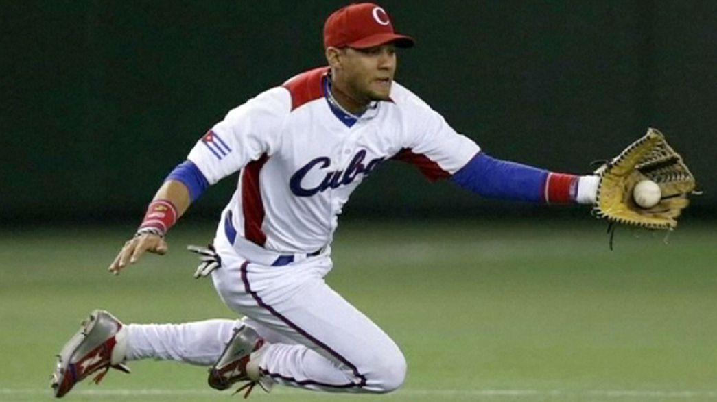 Двое звездных кубинских бейсболистов сбежали из команды