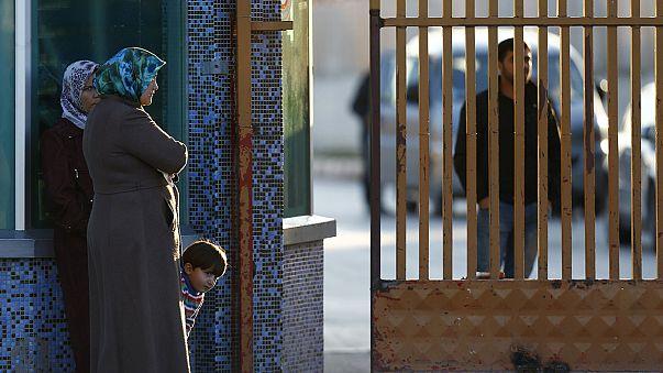 Турция говорит о готовности принимать сирийских беженцев и закрывает границу