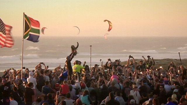 جنوب أفريقيا: محتروفو الكيتيسورف رقصوا مع الرياح