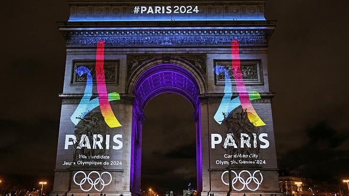 Olimpiadi 2024: svelato sull'Arco di Trionfo il logo della candidatura di Parigi