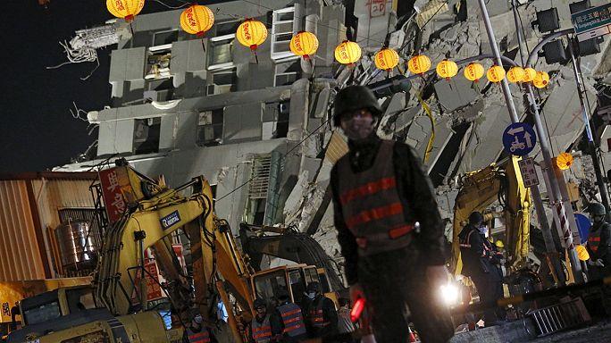 تايوان: انهيار البرج السكني المتضرر من الزلزال واعتقال مسؤولي مشروع بنائه