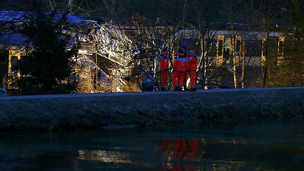 مقتل 10 أشخاص وإصابة أكثر من 80 بجروح في تصادم قطاريْن في ألمانيا