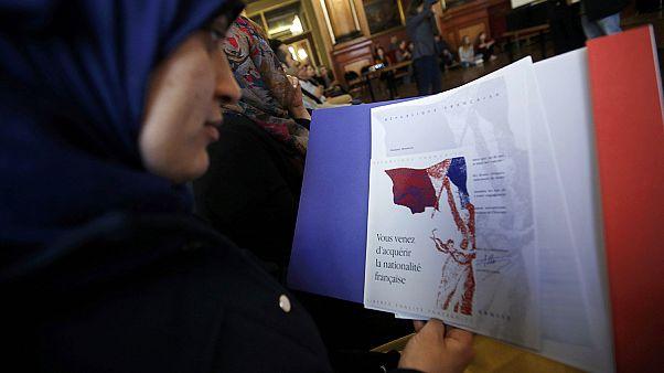 Fransa'da tartışmalı yeni anayasa maddelerine meclisten destek
