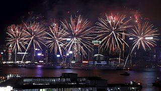 """ألعاب نارية احتفالاً بسنة """"القرد"""" في هونغ كونغ"""