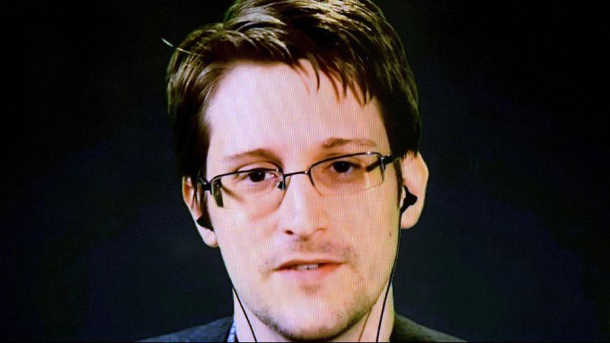 Edward Snowden oktatja digitális rejtőzésre a terroristákat
