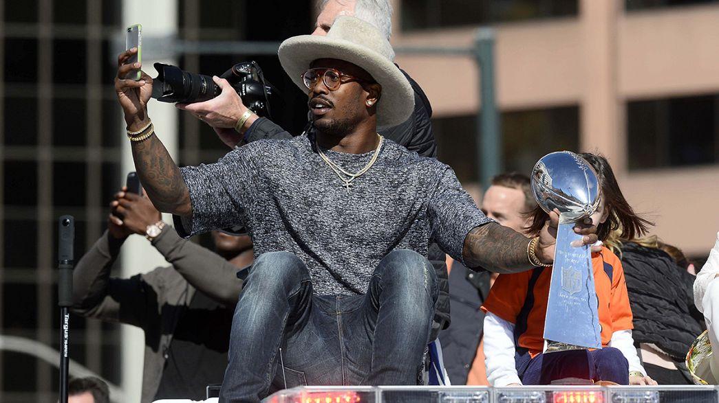 NFL: la marea arancione invade Denver, per festeggiare i Broncos