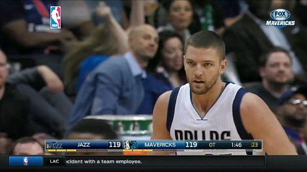 NBA: 2 punti di Hayward alla sirena regalano a Utah il successo su Dallas