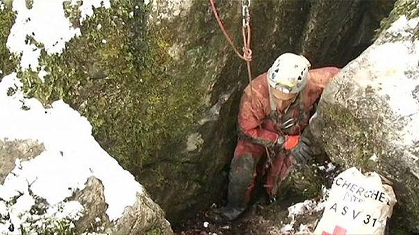 Fransa'da 22 saat sonra mağaradan kurtarıldılar