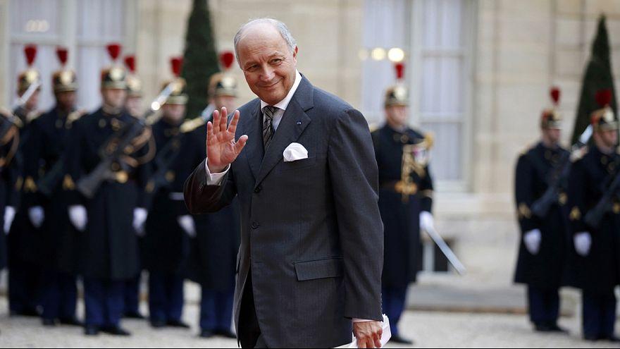 A francia külügyminiszter megdicsőülve távozott