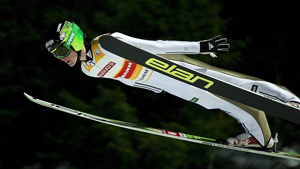 Ni el fuerte viento puede con Peter Prevc en la prueba de saltos de esquí de Trondheim