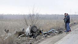 Ukraine: four dead as bus trips mine in divided Donetsk