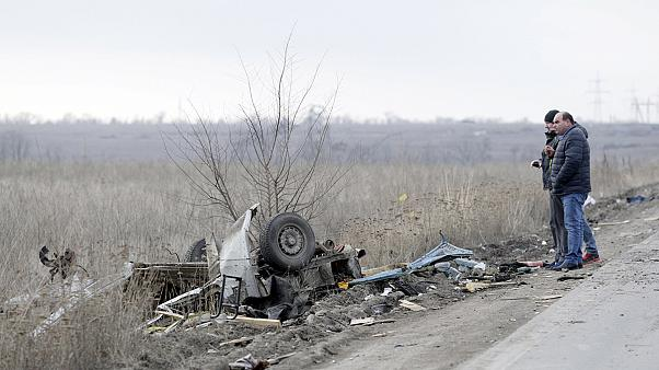 Ukraine: four dead as bus trips mine in divided Donetsk