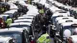 İngiliz taksi şoförlerinden yol kapatma eylemi