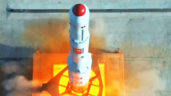 نخستین تصاویر از پرتاب موشک دوربرد کره شمالی در روز یک شنبه