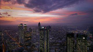 تراجع أسواق المال متأثرة بقطاعي البنوك والنفط