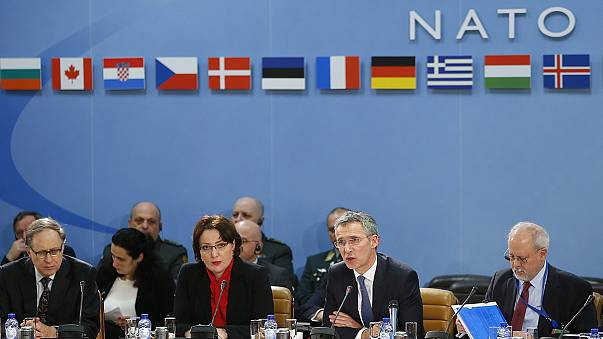 NATO lança missão naval para combater tráfico de refugiados