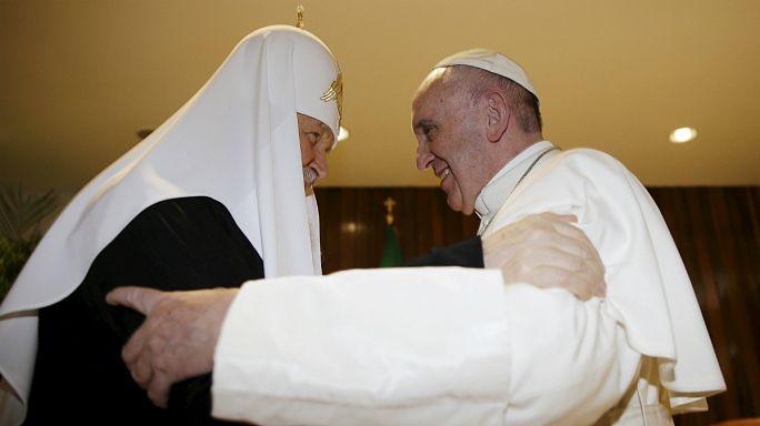 لقاء تاريخي بين رئيسي الكنيستين الكاثوليكية والأرثوذكسية