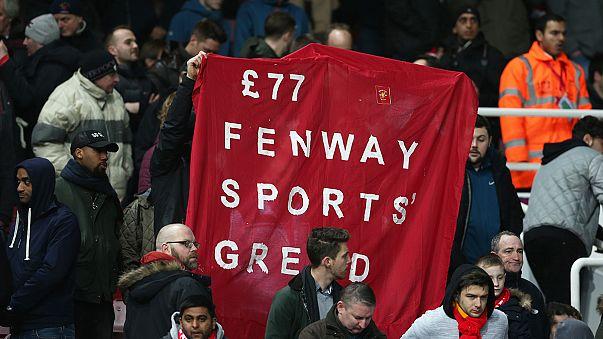 Los aficionados del Liverpool consiguen evitar el aumento de precio de las entradas con sus protestas