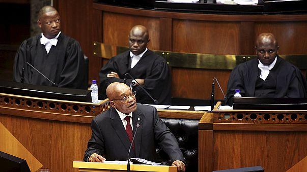 ЮАР: оппозиция попыталась сорвать речь президента, требуя его отставки