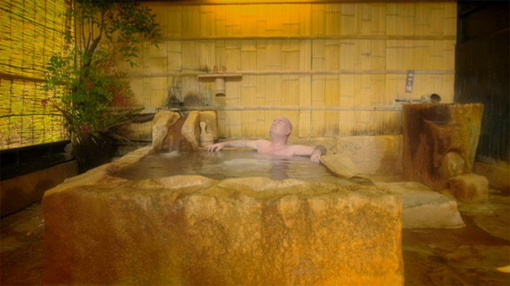 Japán: relaxálás egy hagyományos meleg vizű forrásban
